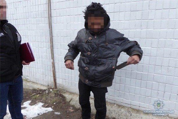 Геть совість втратив! У Києві безпритульний пограбував маленького хлопчика