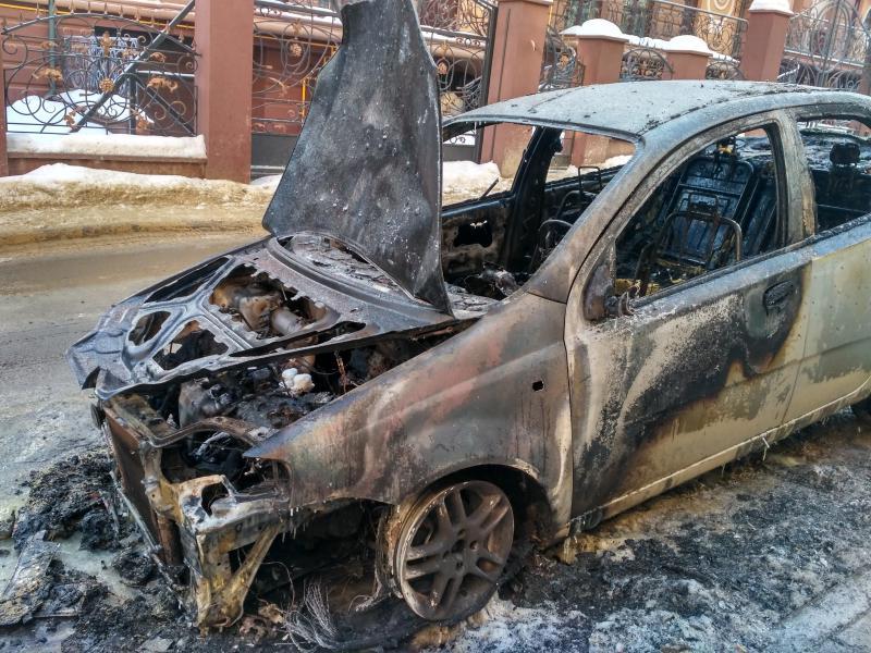 Згоріла автівка відомого чиновника, вогонь повністю знищив….