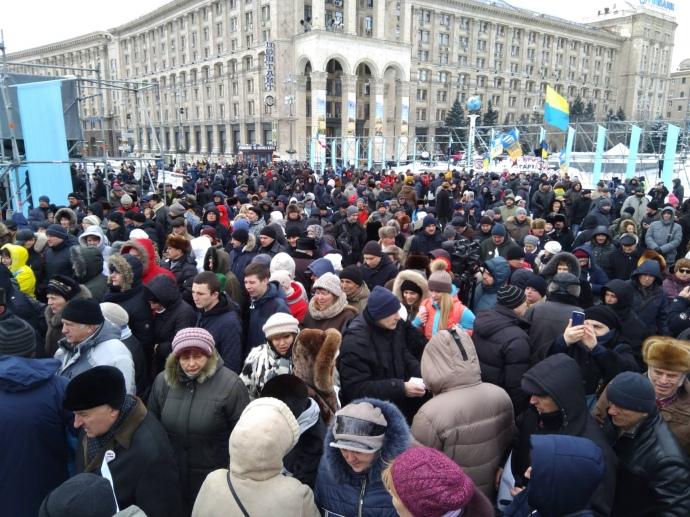 """""""Порошенко – це зубожіння, злидні"""":  Протестуючі направляються до маєтку президента"""