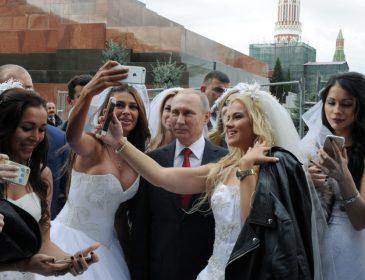 """""""Її звуть Лариса Сергухіна…"""": Російські ЗМІ показали коханку Путіна, та фото їхнього поцілунку"""