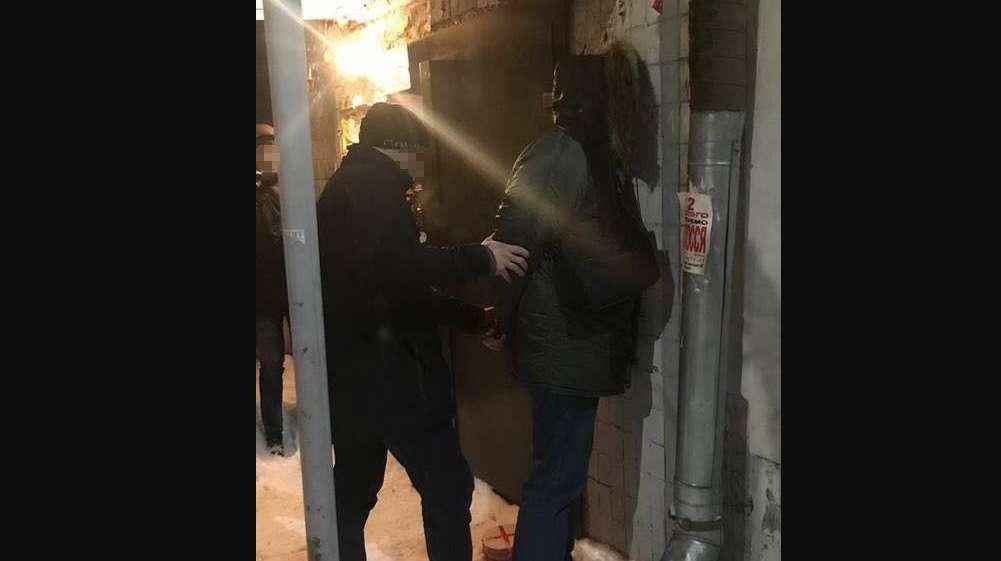 Спіймали на гарячому: Співробітники СБУ викрили на хабарі директора одного з департаментів Державної міграційної служби
