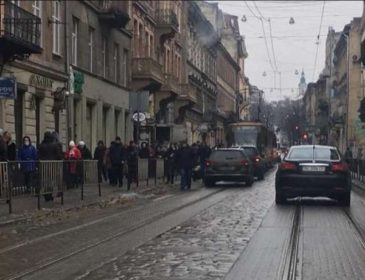 У центрі Львова молодий хлопець потрапив під колеса авто