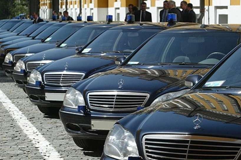 """Автопарк вартістю в один бюджет України: На чому їздять """"бідні"""" нардепи"""