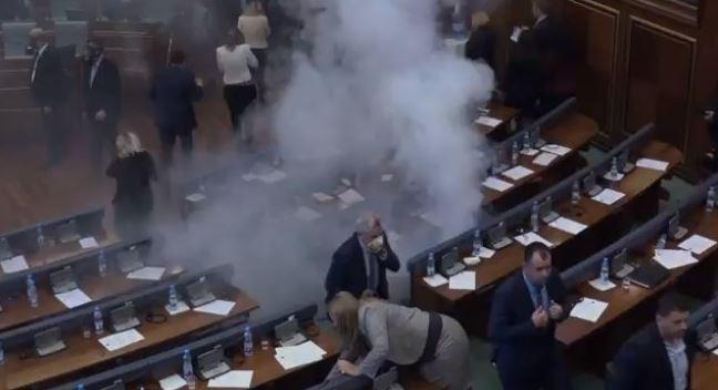 У Парламенті застосували сльозогінний газ: Депутатів екстренно евакуювали