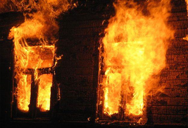 """""""Пожежа спалахнула у цетрі міста"""": Рятувальники знайшли обгоріле тіло"""