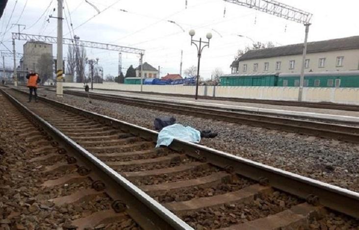 Страшна смерть: Пасажирський потяг збив чоловіка, який хотів перебігти колію