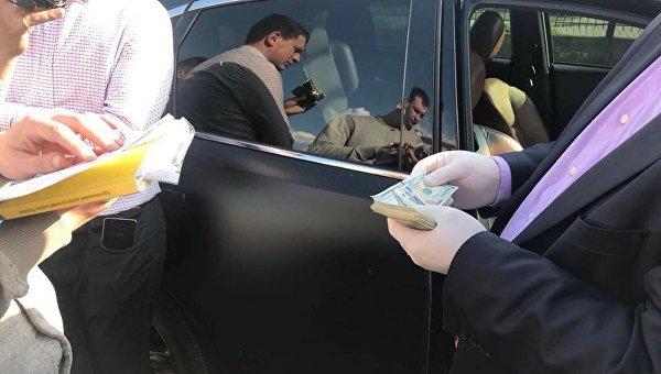 Отримали 17 тис. доларів: Заступника мера Луцька з двома чиновниками затримали на хабарі
