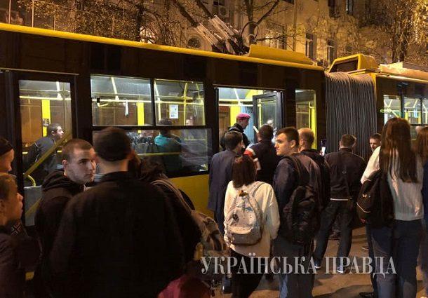 Криваві розборки в київському тролейбусі: Фото і подробиці