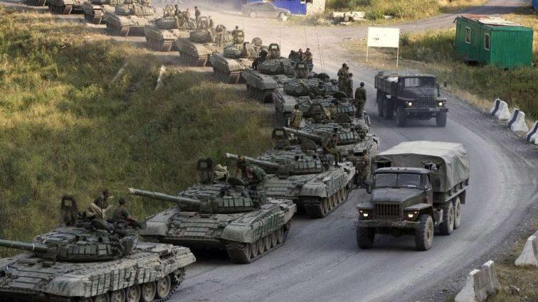 """""""260 тисяч російських солдатів, близько 3500 танків і до 4000 артсистем"""": Кремль готує масштабне вторгнення в Україну"""