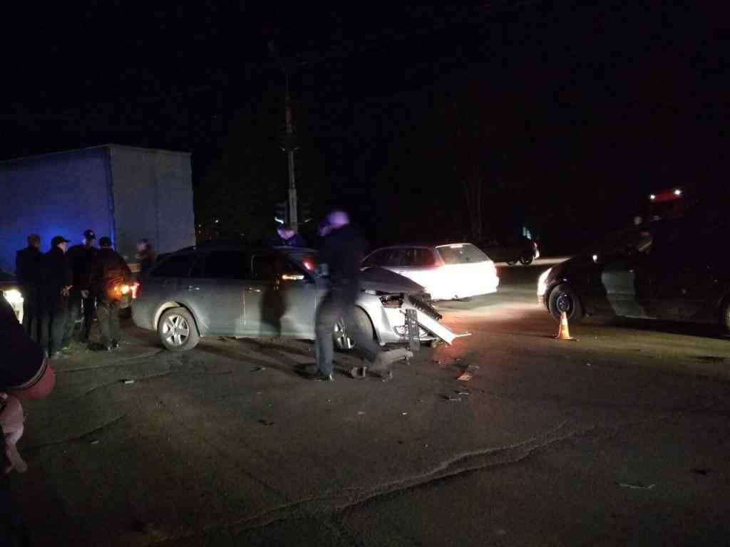 """""""За ним гнались декілька екіпажів поліції"""": П'яний священник врізався у фуру, є постраждалі"""