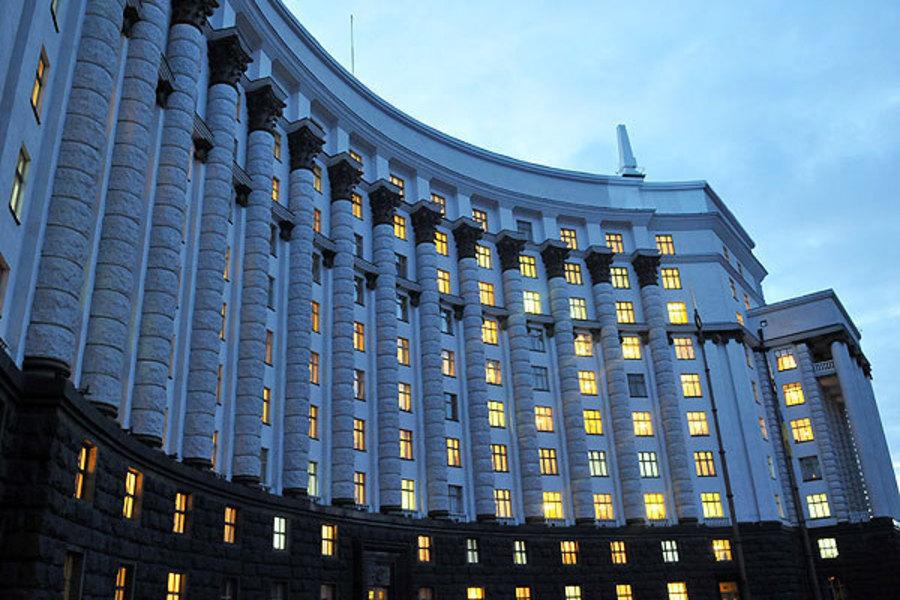 Прикраси з діамантами і машини вартістю в будинок: Хто вони, топ-5 найбагатших дружин українських міністрів