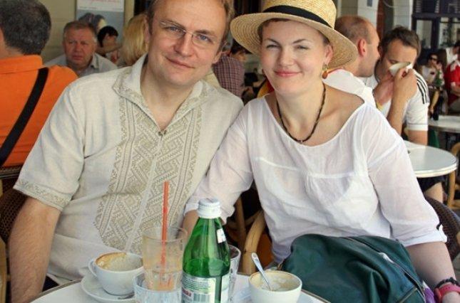 """""""Вартістю майже мільйон"""": Дружина Садового обзавелась шикарним автомобілем"""