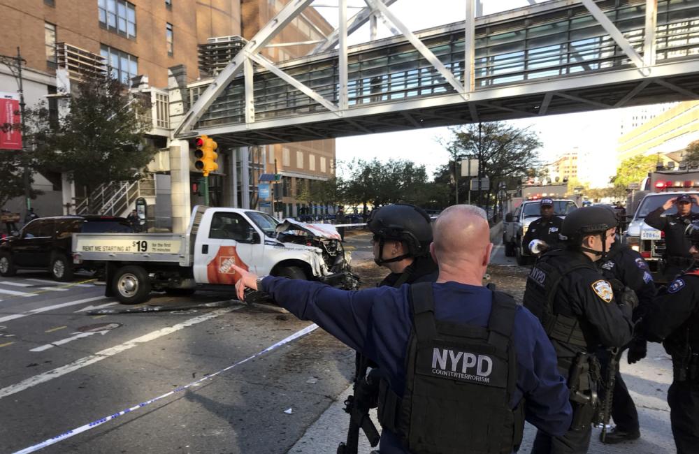 Вантажівка на шаленій швидкості влетіла в натовп: Десятки поранених і загиблі