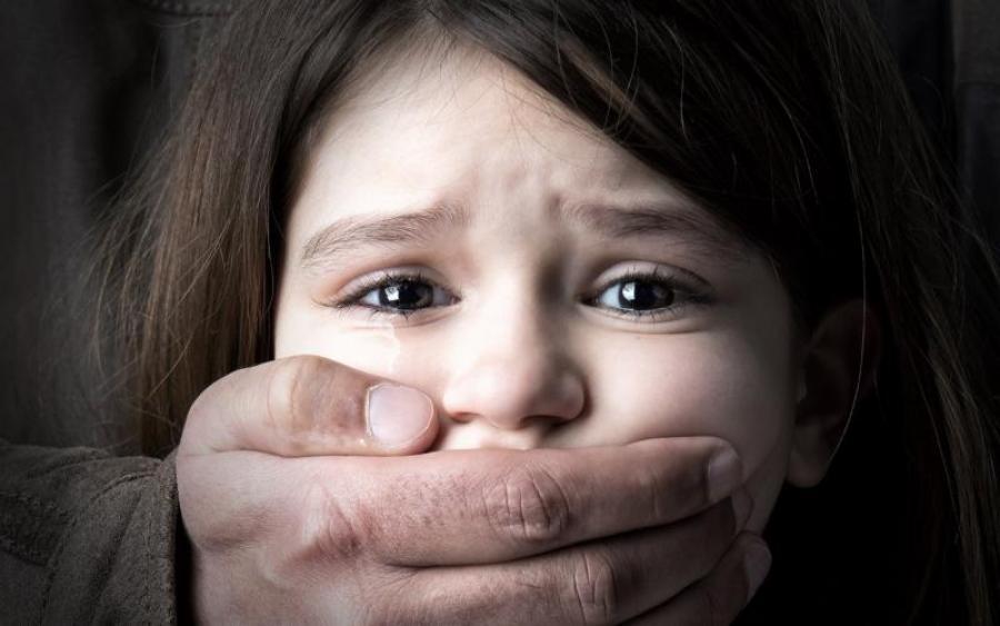 """""""Дочекалися, поки дитина помре, щоб потім…"""": Чоловік жорстоко вбив шестирічну дівчинку, а мати…"""