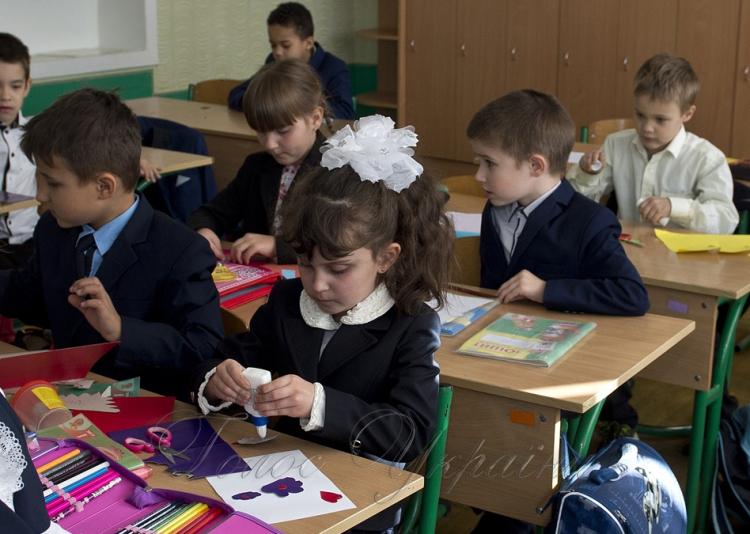 До школи за пропискою: Як відбуваються нововведення для школярів, та як цим користуються шахраї