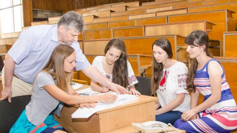 """""""До загального пакета документів необхідно додати"""": Стало відомо, з якими проблемами можуть зіткнутися українціпід час зарахування дитини до школи."""