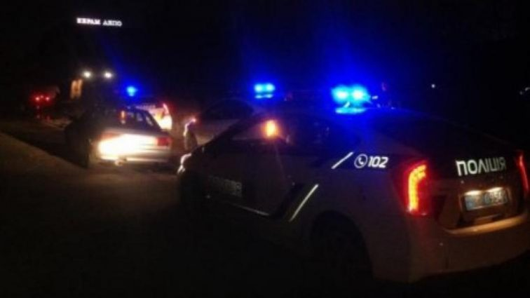 Цілою компанією напали на поліцейського: Один з чоловіків загинув на місці