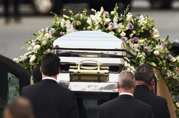 """""""Обвішаний золотом і труна за 50 тис. доларів"""": Мережу вразила похоронна церемонія молодого мільйонера"""