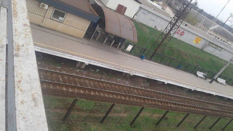 """""""Його залишили, як шматок м'яса"""": Працівники станції відмовилися допомогти людині, якій потягом відрізало обидві ноги"""