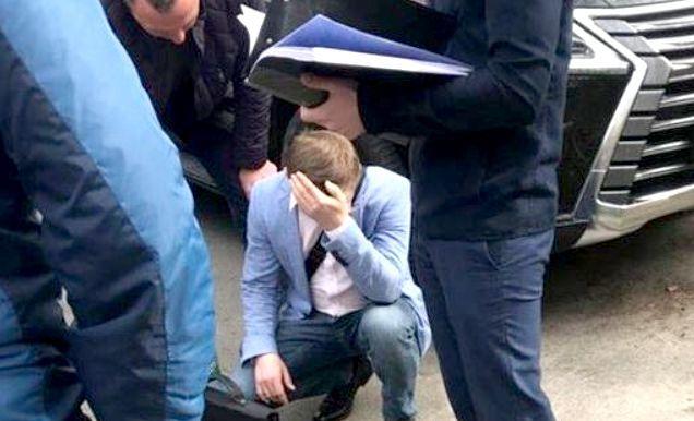 """""""На хабарі в $7,2 тисячі"""": Прокуратура спіймала на гарячому львівського чиновника"""