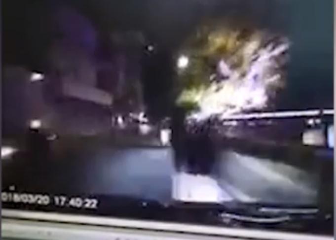 Автомобіль насмерть збив пару, яка вирішила зайнятися коханням прямо на трасі (Відео)