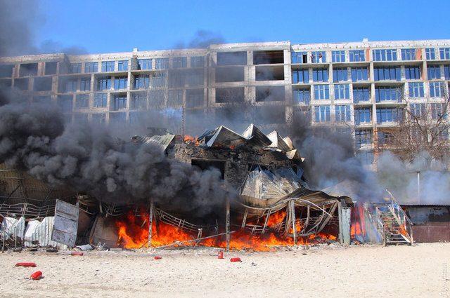 Одеса в диму: На одному з пляжів спалахнув ресторан