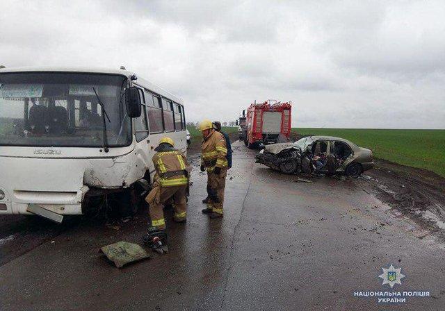 Зіткнулися автобус і легковик: В результаті ДТП є жертви