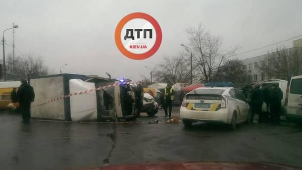 """""""Від сильного удару авто перекинулася на бік"""": Пяний водій на швидкості врізався у вантажівку"""