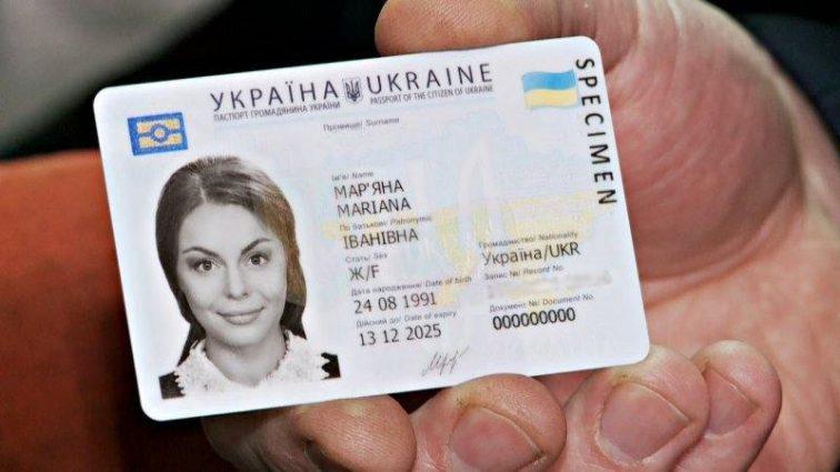 """""""Новий паспорт потрібно змінювати кожні…"""": З якими проблемами зіткнуться українці отримавши ID-картку"""
