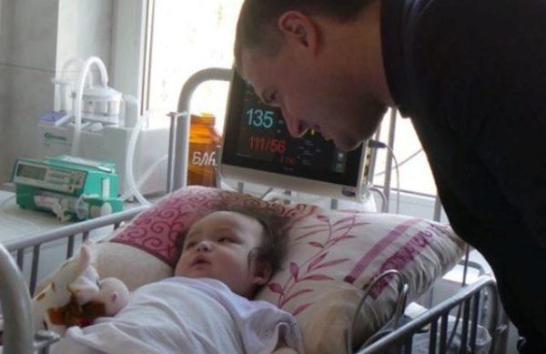 Справжнє Великоднє диво: Малюк, якого мати  викинула з мосту, прийшов до тями