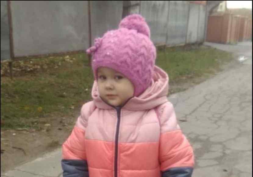 Маленька Настя дуже хоче почути голос мами: допоможіть дівчинці сказати свої перші слова
