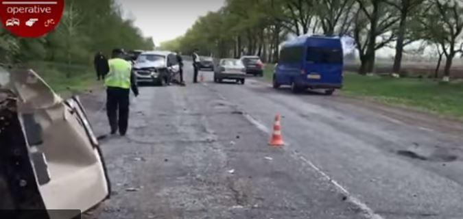 """""""Об'їжджали яму на дорозі"""": У моторошній ДТП загинули чоловік і трирічна дитина"""