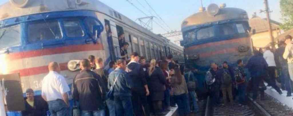 У Львові 200 розлючених пасажирів заблокували рух електричок: дізнайтесь про вимоги