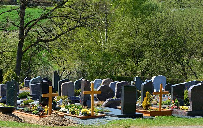 Чому дітям і вагітним жінкам не варто ходити на кладовище. Усе що варто знати