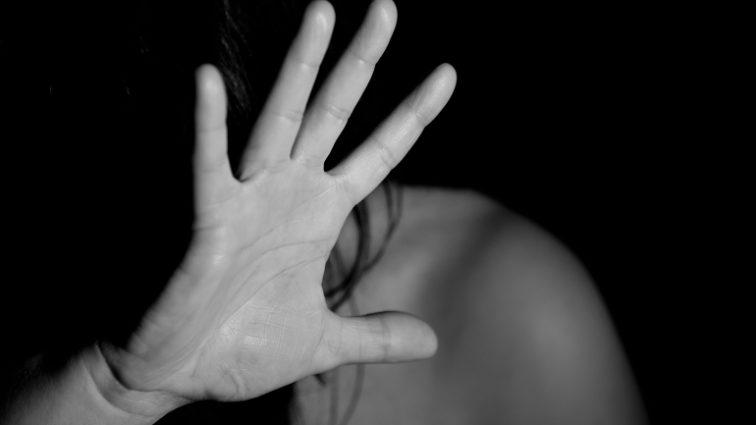 """""""Згвалтував, а потім зробив своєю рабинею"""": Хлопець жорстоко поглумився над 13-річною дівчинкою"""