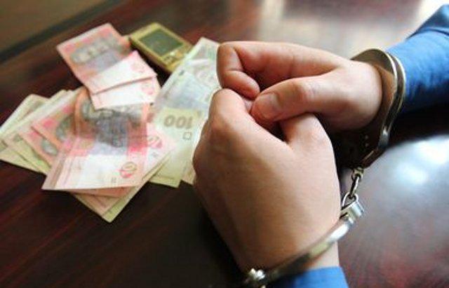 Світить 4 роки за гратами: Поліцейського зловили на хабарі
