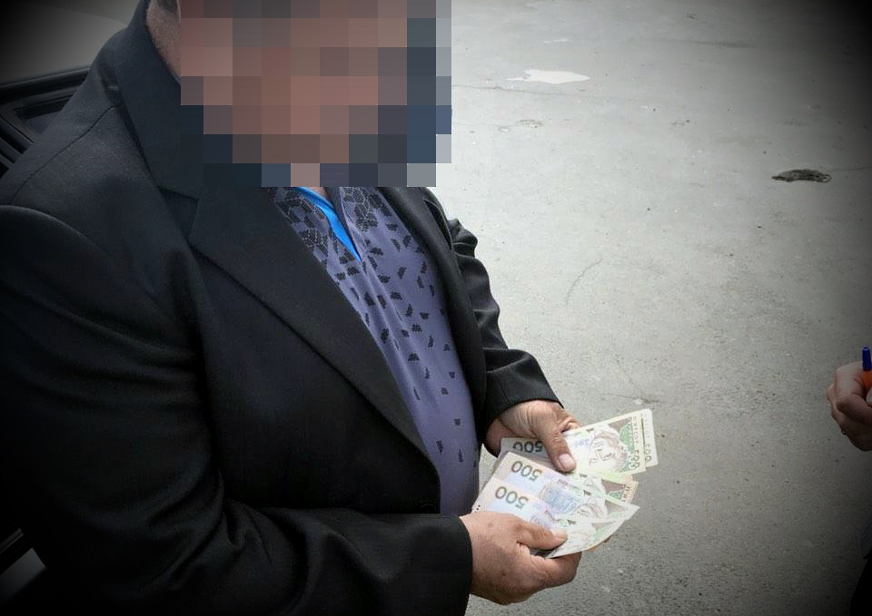 """""""Спіймали на гарячому"""": СБУ викрила на хабарі сільського голову"""