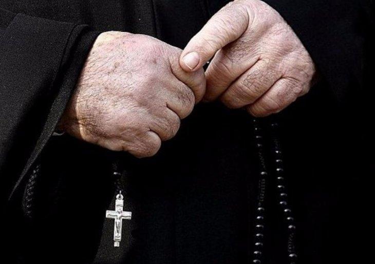"""""""На мій погляд, вона була схожа на вампіра"""": Священик втопив дівчину під час хрещення в річці"""