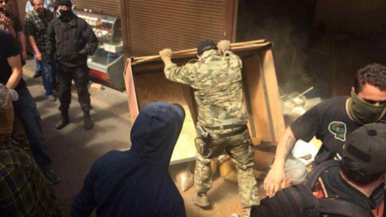 """""""Якщо він від ментів може відмазатися, то від …"""": Активісти розгромили київський ринок, де побили військового-пенсіонера"""