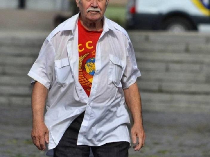 """""""Одягнув футболку з символікою …"""": У Львові затримали 80-річного пенсіонера"""