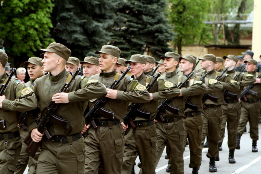 """""""Одразу після присяги на вірність Батьківщині"""": Те, що зробив солдат на плацу, вразило всіх (відео)"""