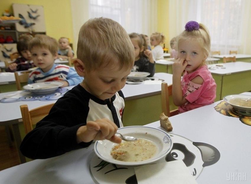 Отруєння у садочку на Львівщині: Дітей госпіталізували у лікарню