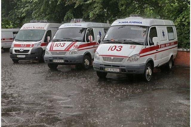 """""""Розпилили невідому речовину"""": Зі школи евакуювали понад 300 дітей"""