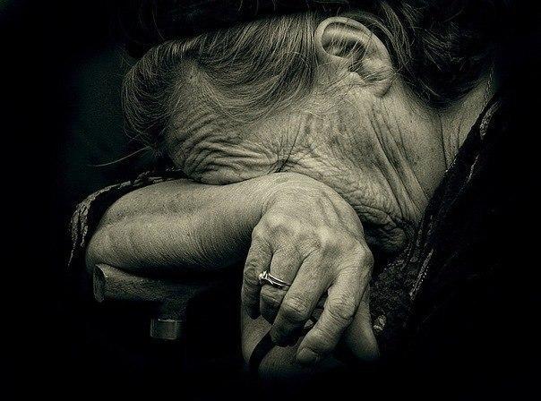 """""""Проник у будинок, забрав гроші, а після ще й згвалтував"""": Невідомий жорстоко познущався зі старенької"""