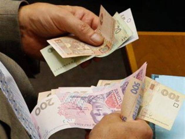 """""""Штрафи і навіть арешт майна"""": Що """"світить"""" українцям, які не заплатять цей важливий податок"""