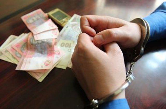"""""""Спіймали на гарячому"""": СБУ затримало чиновника-хабарника"""