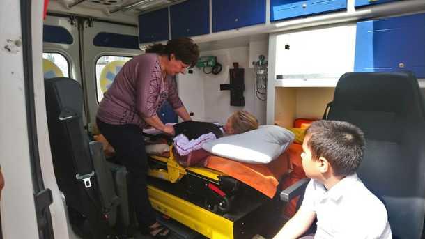 """""""Мій брат Ілля теж потрапив до лікарні – його нудило і…"""": Лікарі відмовляються показувати результати аналізів дітей"""