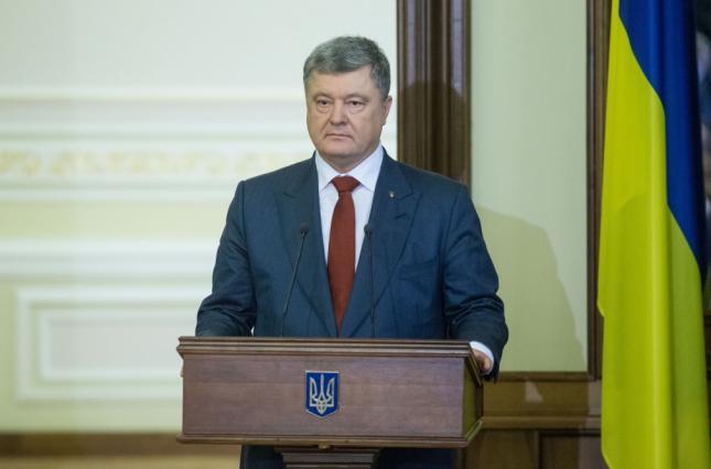 """""""Українці будуть більше заробляти, а діти самостійно подбають про своїх батьків"""": У Порошенка заговорили про скасування пенсій"""