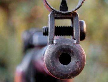Без дозволу взяли батькову зброю: На Львівщині хлопчик прострелив своїй 8-річній сестрі живіт