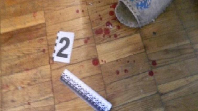 """""""Накинувся і завдав більше десяти ударів ножем"""": П'яний батько жорстоко розправився з 2-річним сином"""